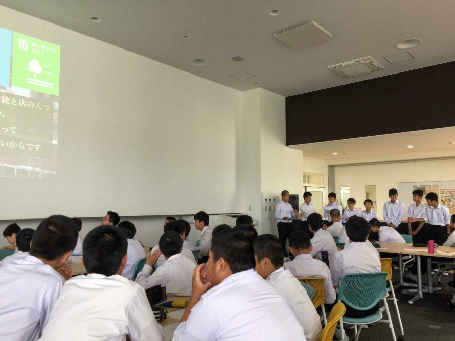 各チームで企画した学校体験商品の中間プレゼンテーション。